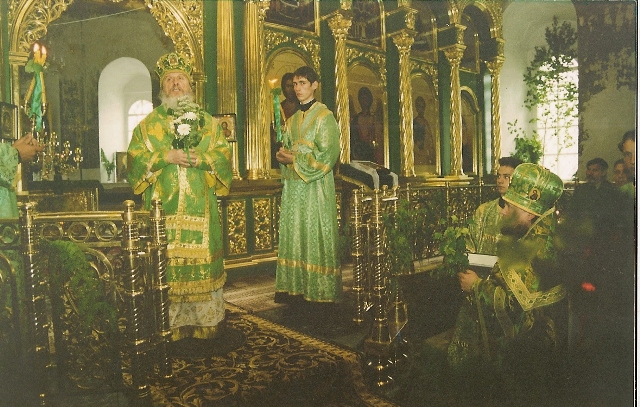 Первая Божественная Литургия в Троицком соборе 15 июня 2003 года