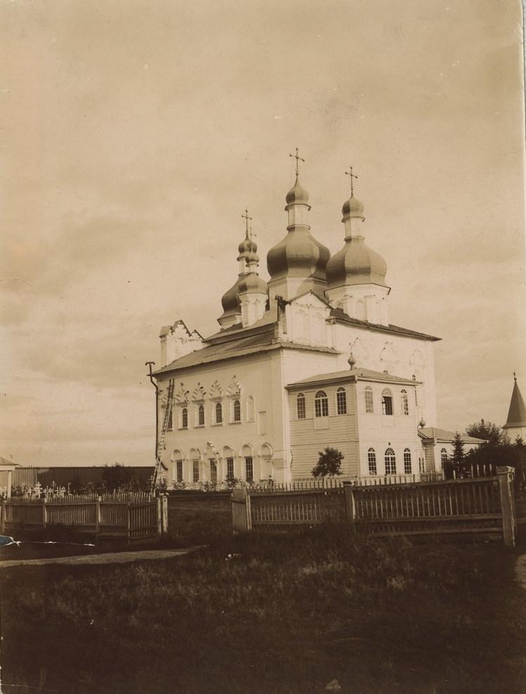 Вид Троицкого собора с северной стороны